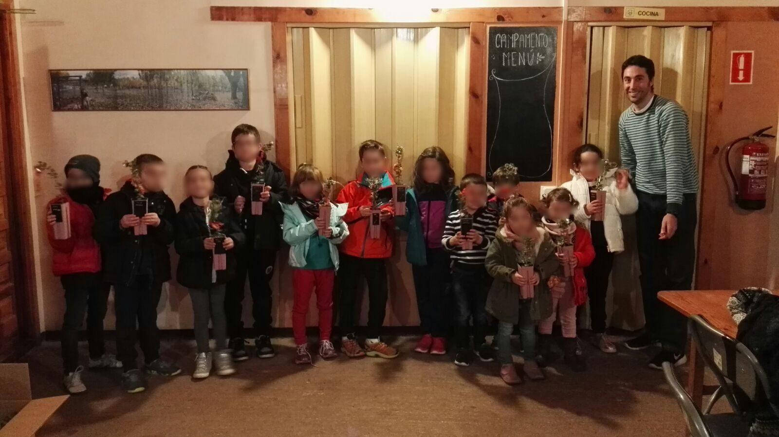 visita niños instalaciones Cultivos Forestales